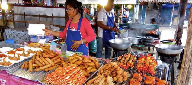 Zehn Thai Gerichte Die Jeder Probiert Haben Sollte Khao Lak Guide