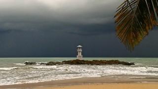 regen leuchtturm khaolak